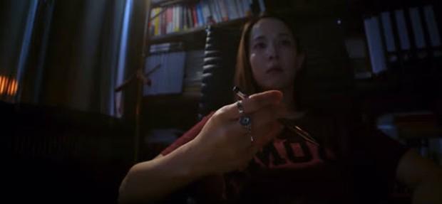 """Lừa Em, Cưng Tiêu Rồi!: """"Nữ hoàng cảnh nóng Parasite"""" cân team cực chất, phim gì đâu mà vợ chồng tối ngày rình giết nhau - Ảnh 8."""