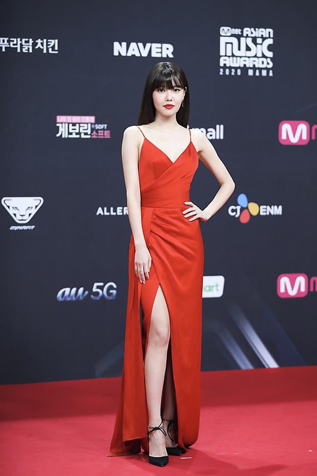 Siêu thảm đỏ MAMA 2020: Song Joong Ki và BTS rung chuyển sự kiện, bạn gái Lee Kwang Soo chặt đẹp, Sooyoung sexy đến nghẹt thở - Ảnh 36.
