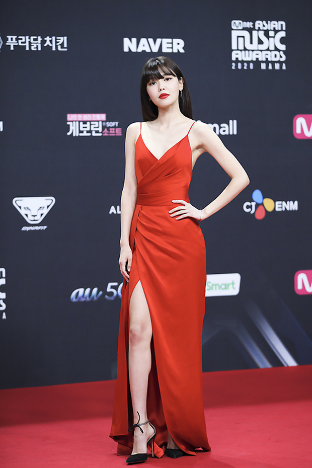 Bà hoàng thảm đỏ MAMA gọi tên Sooyoung và mỹ nhân Gia Đình Là Số 1: Người o ép, người lồ lộ vòng 3 vì đầm mỏng tang! - Ảnh 2.