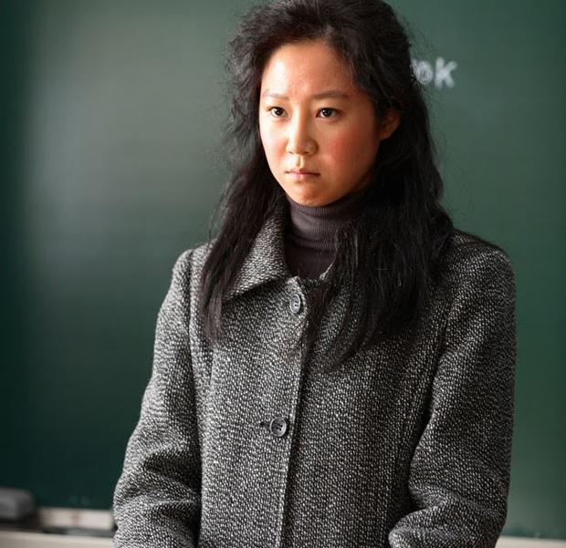 6 lần sao Hàn hóa xấu trên màn ảnh: Moon Ga Young mặt đầy mụn vẫn chưa sốc bằng màn phát phì của IU - Ảnh 8.