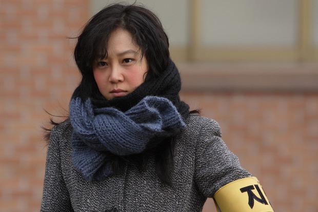 6 lần sao Hàn hóa xấu trên màn ảnh: Moon Ga Young mặt đầy mụn vẫn chưa sốc bằng màn phát phì của IU - Ảnh 7.