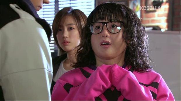 6 lần sao Hàn hóa xấu trên màn ảnh: Moon Ga Young mặt đầy mụn vẫn chưa sốc bằng màn phát phì của IU - Ảnh 12.