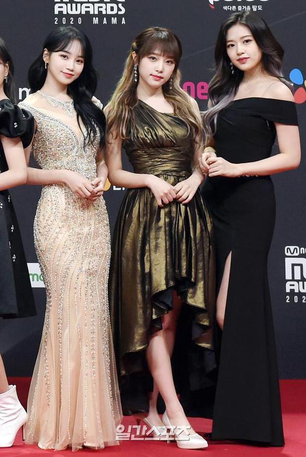 Siêu thảm đỏ MAMA 2020: Song Joong Ki và BTS rung chuyển sự kiện, bạn gái Lee Kwang Soo chặt đẹp, Sooyoung sexy đến nghẹt thở - Ảnh 20.