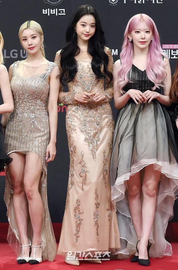 Siêu thảm đỏ MAMA 2020: Song Joong Ki và BTS rung chuyển sự kiện, bạn gái Lee Kwang Soo chặt đẹp, Sooyoung sexy đến nghẹt thở - Ảnh 21.