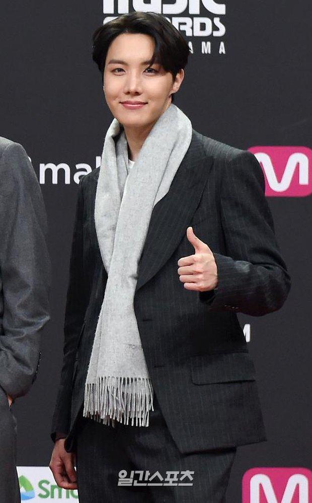 Siêu thảm đỏ MAMA 2020: Song Joong Ki và BTS rung chuyển sự kiện, bạn gái Lee Kwang Soo chặt đẹp, Sooyoung sexy đến nghẹt thở - Ảnh 10.