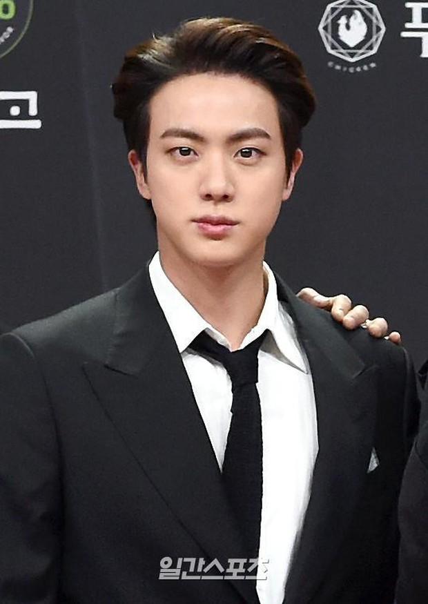 Siêu thảm đỏ MAMA 2020: Song Joong Ki và BTS rung chuyển sự kiện, bạn gái Lee Kwang Soo chặt đẹp, Sooyoung sexy đến nghẹt thở - Ảnh 8.