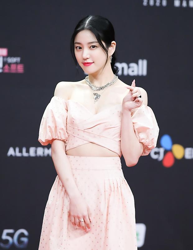Siêu thảm đỏ MAMA 2020: Song Joong Ki và BTS rung chuyển sự kiện, bạn gái Lee Kwang Soo chặt đẹp, Sooyoung sexy đến nghẹt thở - Ảnh 33.