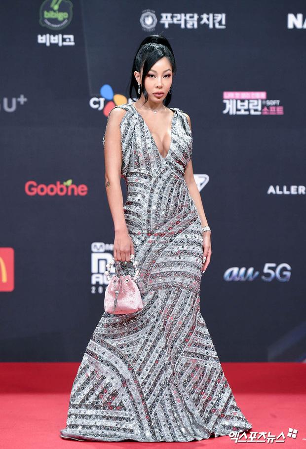 Siêu thảm đỏ MAMA 2020: Song Joong Ki và BTS rung chuyển sự kiện, bạn gái Lee Kwang Soo chặt đẹp, Sooyoung sexy đến nghẹt thở - Ảnh 17.