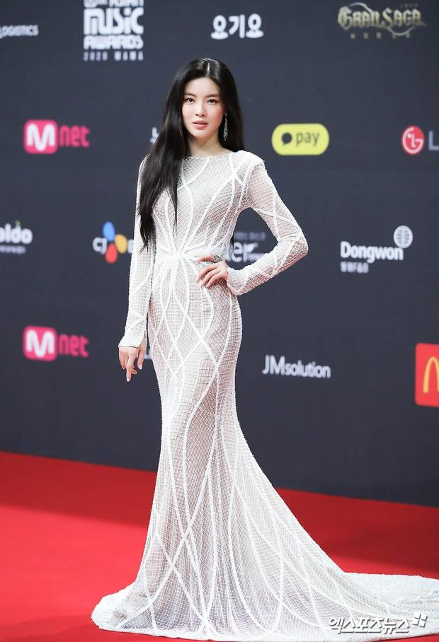 Siêu thảm đỏ MAMA 2020: Song Joong Ki và BTS rung chuyển sự kiện, bạn gái Lee Kwang Soo chặt đẹp, Sooyoung sexy đến nghẹt thở - Ảnh 15.