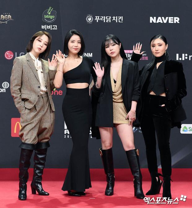 Siêu thảm đỏ MAMA 2020: Song Joong Ki và BTS rung chuyển sự kiện, bạn gái Lee Kwang Soo chặt đẹp, Sooyoung sexy đến nghẹt thở - Ảnh 23.