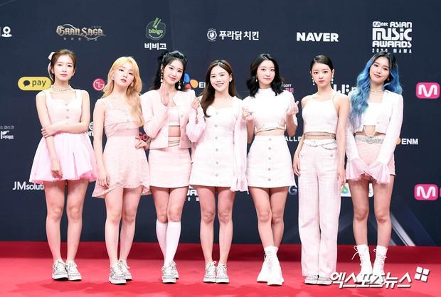 Siêu thảm đỏ MAMA 2020: Song Joong Ki và BTS rung chuyển sự kiện, bạn gái Lee Kwang Soo chặt đẹp, Sooyoung sexy đến nghẹt thở - Ảnh 27.