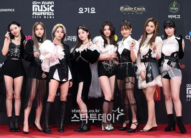 Siêu thảm đỏ MAMA 2020: Song Joong Ki và BTS rung chuyển sự kiện, bạn gái Lee Kwang Soo chặt đẹp, Sooyoung sexy đến nghẹt thở - Ảnh 11.