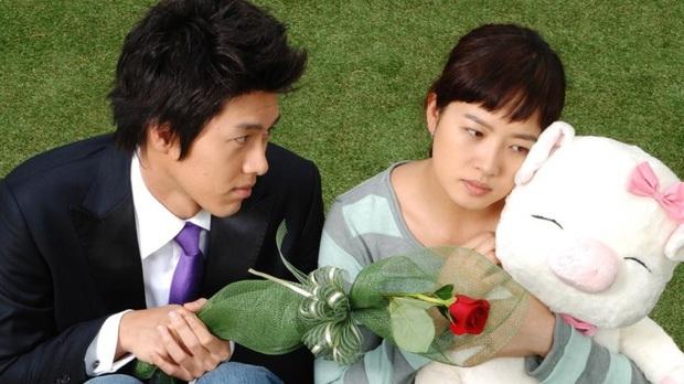 6 lần sao Hàn hóa xấu trên màn ảnh: Moon Ga Young mặt đầy mụn vẫn chưa sốc bằng màn phát phì của IU - Ảnh 2.