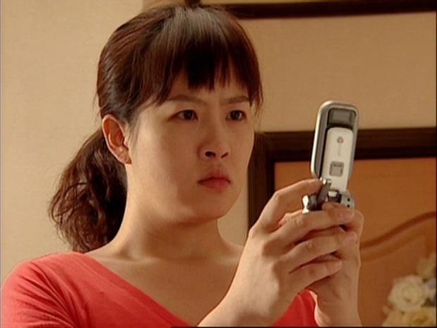 6 lần sao Hàn hóa xấu trên màn ảnh: Moon Ga Young mặt đầy mụn vẫn chưa sốc bằng màn phát phì của IU - Ảnh 1.