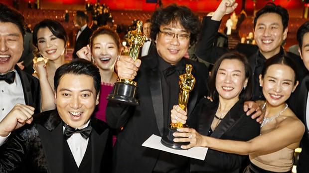 Mỹ nhân Ký Sinh Trùng hé lộ về tượng vàng Oscar: Nặng bất ngờ, khiến đoàn làm phim bị nhầm thành... buôn lậu vũ khí giữa sân bay - Ảnh 2.
