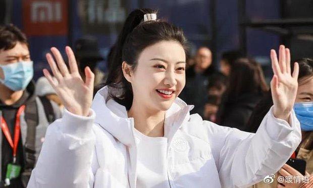 Đệ nhất mỹ nhân Bắc Kinh Cảnh Điềm bị nghi thẩm mỹ hỏng, gương mặt sưng vù và biểu cảm đơ cứng tố cáo tất cả! - Ảnh 9.