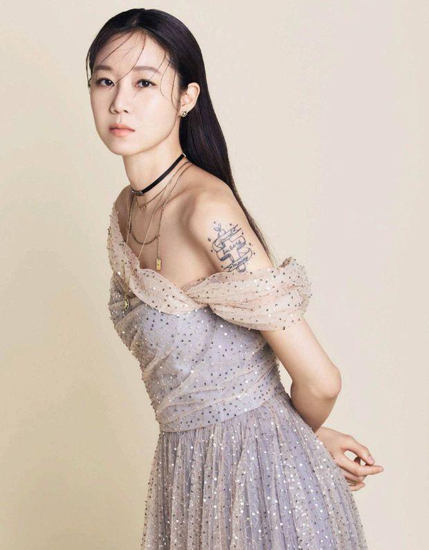 6 lần sao Hàn hóa xấu trên màn ảnh: Moon Ga Young mặt đầy mụn vẫn chưa sốc bằng màn phát phì của IU - Ảnh 9.