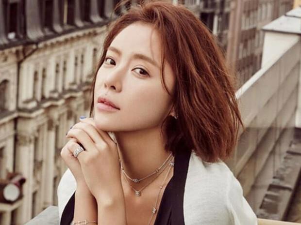 6 lần sao Hàn hóa xấu trên màn ảnh: Moon Ga Young mặt đầy mụn vẫn chưa sốc bằng màn phát phì của IU - Ảnh 19.