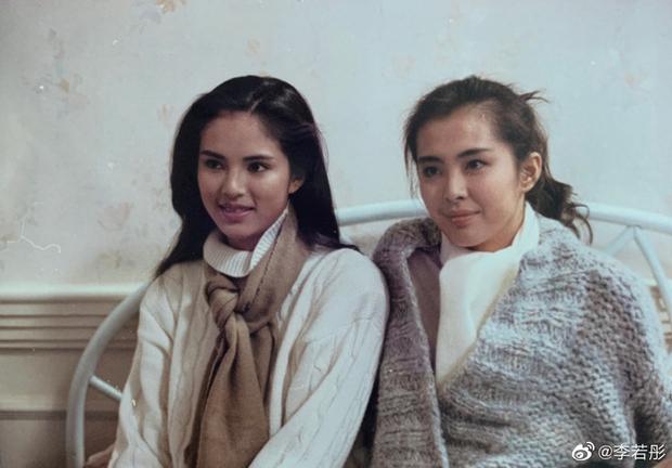 Tấm hình huyền thoại cực hiếm của 2 đại mỹ nhân Hong Kong 31 năm trước: Lý Nhược Đồng đã đẹp, Vương Tổ Hiền còn đỉnh hơn! - Ảnh 2.