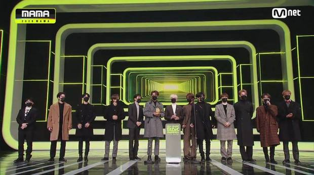 BTS toàn thắng tại MAMA 2020, BLACKPINK không tham dự vẫn vượt mặt TWICE gây bất ngờ, nhiều giải thưởng mới xuất hiện - Ảnh 17.