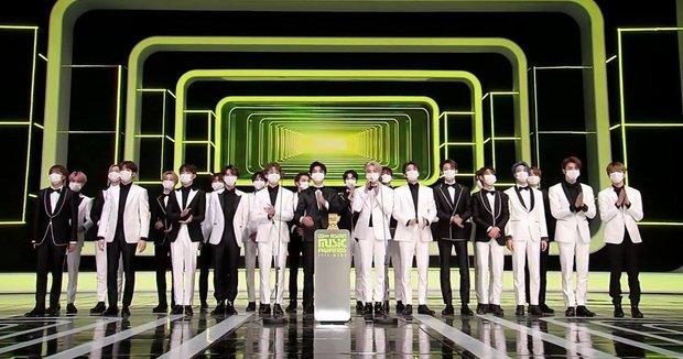 BTS toàn thắng tại MAMA 2020, BLACKPINK không tham dự vẫn vượt mặt TWICE gây bất ngờ, nhiều giải thưởng mới xuất hiện - Ảnh 11.