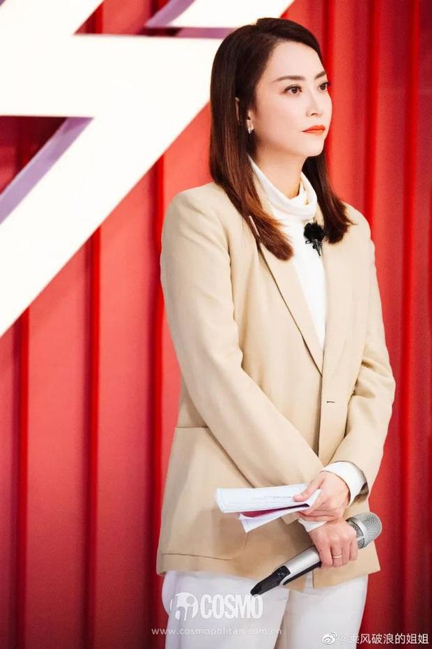 Hoắc Vấn Hy: Nữ quản lý đẹp nhất Cbiz khiến dàn sao hạng A nể sợ, tài năng và EQ cao vút trị được quy tắc ngầm trong giới - Ảnh 14.