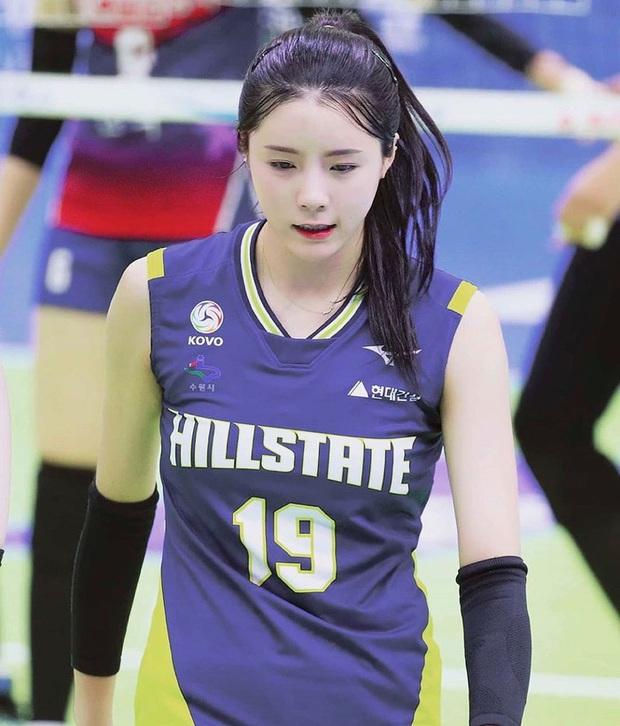 Nữ thần làng bóng chuyền gây xôn xao với màn tỏ tình với Jin (BTS), biểu cảm dễ thương của cô nàng khi nói lời yêu khiến fan bật cười - Ảnh 4.