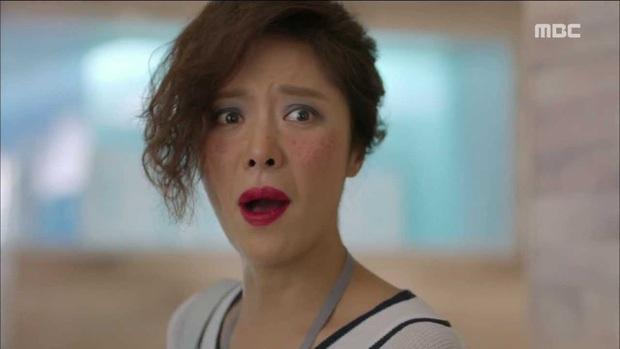 6 lần sao Hàn hóa xấu trên màn ảnh: Moon Ga Young mặt đầy mụn vẫn chưa sốc bằng màn phát phì của IU - Ảnh 16.