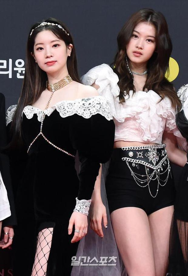Siêu thảm đỏ MAMA 2020: Song Joong Ki và BTS rung chuyển sự kiện, bạn gái Lee Kwang Soo chặt đẹp, Sooyoung sexy đến nghẹt thở - Ảnh 12.