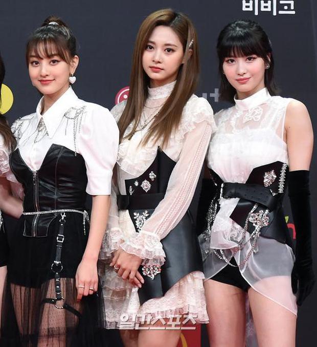 Siêu thảm đỏ MAMA 2020: Song Joong Ki và BTS rung chuyển sự kiện, bạn gái Lee Kwang Soo chặt đẹp, Sooyoung sexy đến nghẹt thở - Ảnh 13.