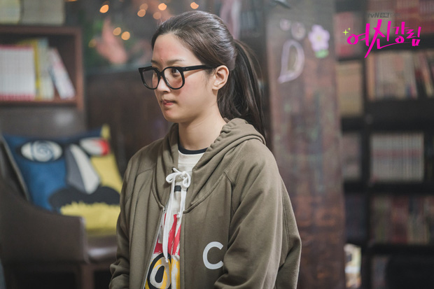 6 lần sao Hàn hóa xấu trên màn ảnh: Moon Ga Young mặt đầy mụn vẫn chưa sốc bằng màn phát phì của IU - Ảnh 22.