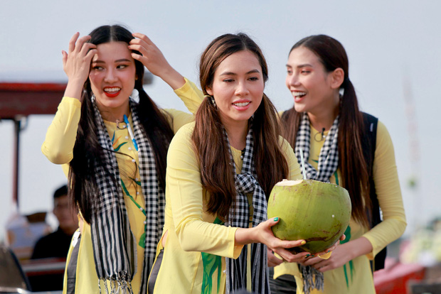 Võ Hoàng Yến, Mâu Thủy lôi cả danh xưng Siêu mẫu - Á hậu để mời chào khách mua hàng trên sông - Ảnh 8.