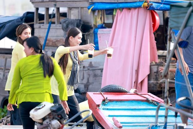 Võ Hoàng Yến, Mâu Thủy lôi cả danh xưng Siêu mẫu - Á hậu để mời chào khách mua hàng trên sông - Ảnh 7.