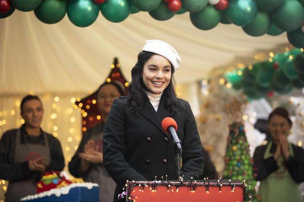 Đến Giáng sinh thì Vanessa Hudgens lại được mùa sinh sôi nảy nở, vũ trụ Công Chúa Thế Vai mở rộng đến tầm nào đây? - Ảnh 3.