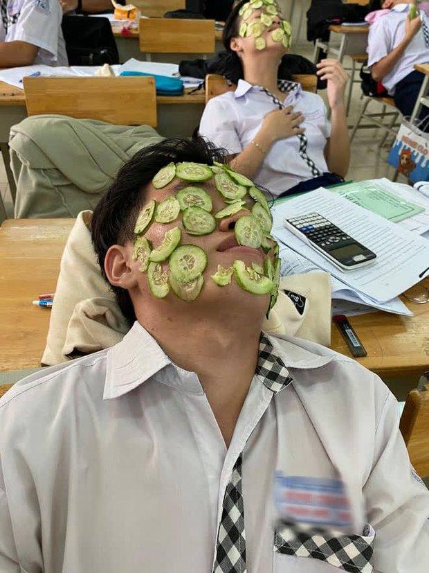 Bài vở căng thẳng, cả lớp rủ nhau làm một việc sau giờ học mà ai nhìn vào cũng cười bò - Ảnh 3.