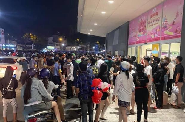 Vụ hỗn chiến ở AEON Tân Phú: Bảo vệ ngăn chặn nhóm bán hàng đa cấp - Ảnh 1.