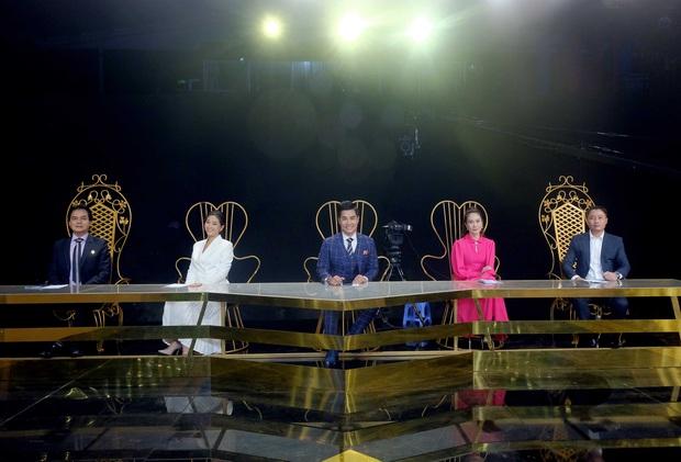 MC Nguyên Khang nói gì về việc người dẫn chương trình khóc nhiều trên sân khấu? - Ảnh 1.