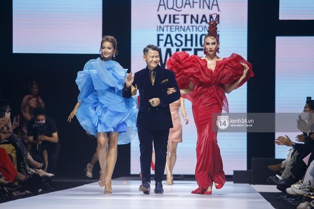 AVIFW 2020 khép lại bằng những BST của các NTK Việt đình đám: Một đêm nhiều cảm xúc với những ai được tận mắt chiêm ngưỡng - Ảnh 9.
