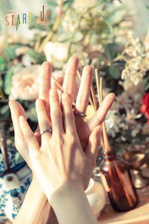 """""""Ảnh cưới"""" của Nam Joo Hyuk - Suzy khiến MXH dậy sóng: Nhan sắc """"bùng nổ"""" cả đôi, ngọt đến mức netizen nghi phim giả tình thật - Ảnh 5."""