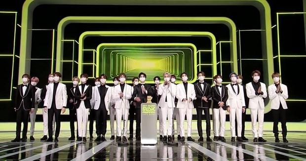 BTS bất ngờ lép vế về thời lượng biểu diễn trước NCT tại MAMA 2020; spotlight cũng bị chiếm khi NCT có màn phát biểu 5 thứ tiếng - Ảnh 14.