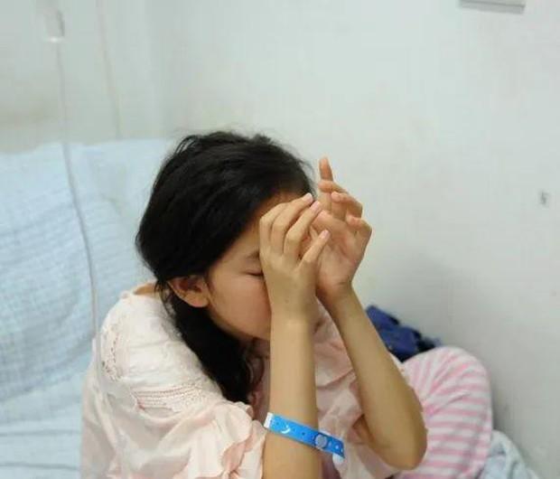 Mới 20 tuổi cô gái đã bị chẩn đoán mắc ung thư dạ dày chỉ vì 3 sai lầm trong ăn uống - Ảnh 1.