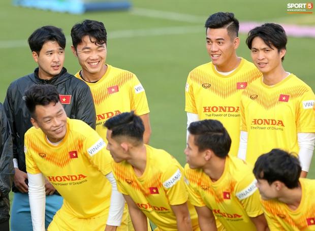 Công Phượng vắng mặt ngày đầu tập trung, vẫn giữ áo số 10 ở tuyển Việt Nam - Ảnh 1.