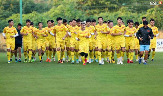 Công Phượng vắng mặt ngày đầu tập trung, vẫn giữ áo số 10 ở tuyển Việt Nam - Ảnh 2.