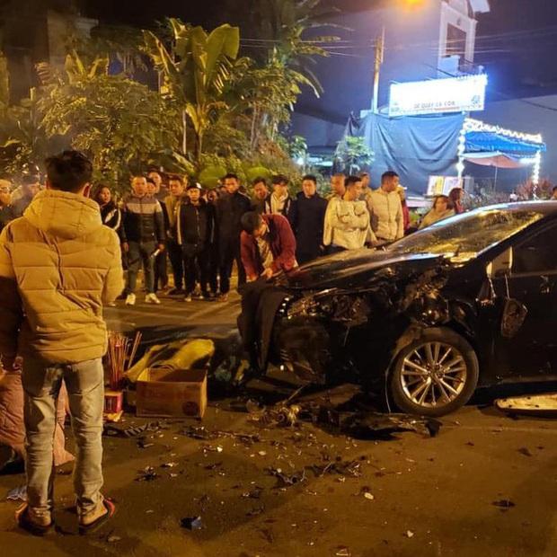 Lào Cai: Xe máy kẹp 3 va chạm kinh hoàng với ô tô, 3 nam sinh thương vong - Ảnh 2.