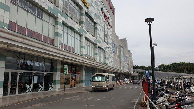 Vụ hỗn chiến ở AEON Tân Phú: Bảo vệ ngăn chặn nhóm bán hàng đa cấp - Ảnh 2.