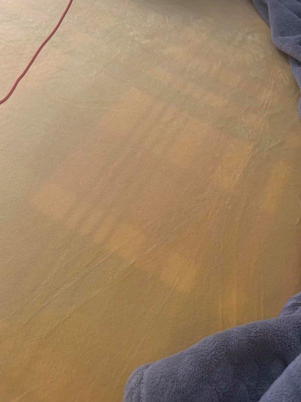 Thần shopping cũng gặp tai nạn: Mua ga giường màu vàng nhưng nhận lại tấm vải... trong suốt như nước ngô - Ảnh 2.