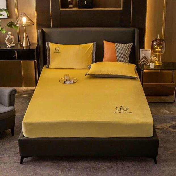 Thần shopping cũng gặp tai nạn: Mua ga giường màu vàng nhưng nhận lại tấm vải... trong suốt như nước ngô - Ảnh 1.