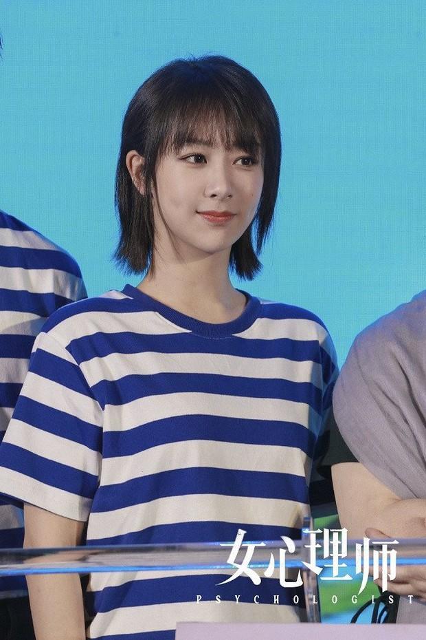 Top 10 sao nữ được yêu thích nhất 2020: Dương Mịch xếp thứ 8, Triệu Lệ Dĩnh - Dương Tử bị mỹ nhân khác cướp ngôi quán quân - Ảnh 10.