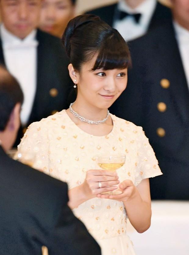 Công chúa xinh đẹp nhất Nhật Bản gây sốt cộng đồng mạng với loạt ảnh quá khứ nhảy múa như nữ idol thực thụ - Ảnh 1.
