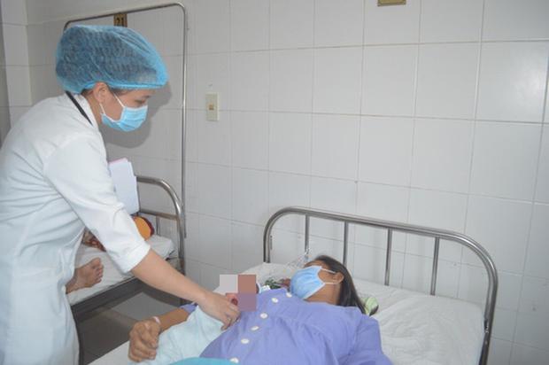 Sản phụ 40 tuổi mang thai lần 3 suýt mất mạng vì khối u lớn - Ảnh 1.